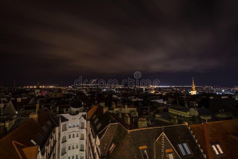 风景夜视图从上面在chrismas布尔诺中心 免版税库存图片