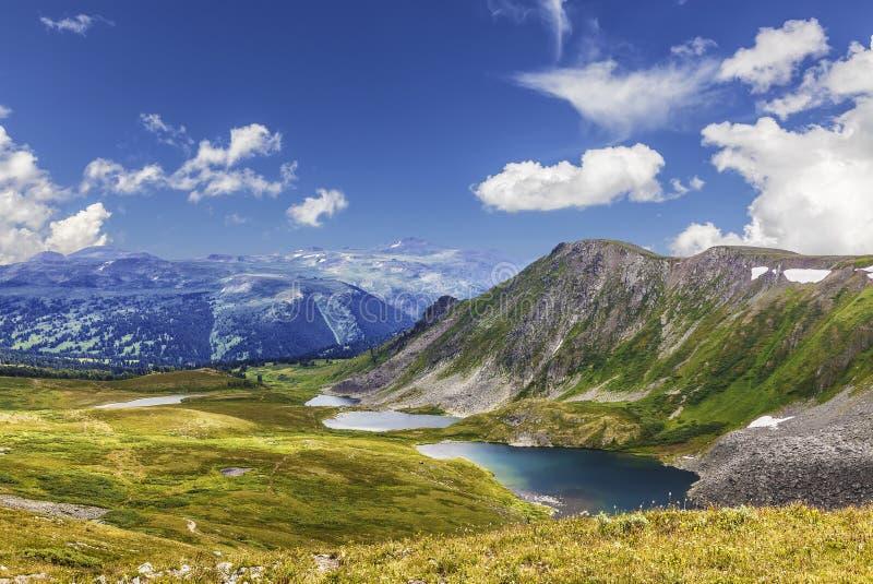 风景山阿尔泰 Ayrykskie湖,俄罗斯 免版税库存图片
