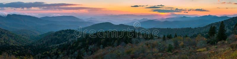 风景日落,蓝岭山脉,北卡罗来纳 免版税库存图片