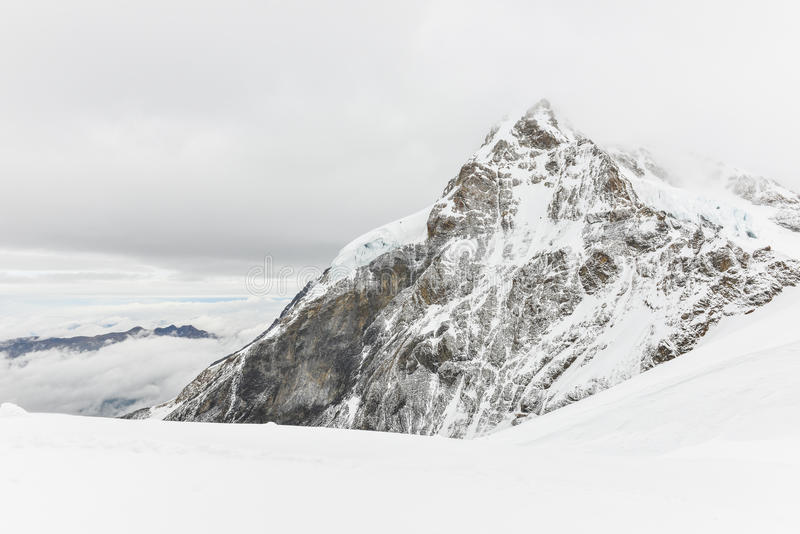 风景欧洲,瑞士阿尔卑斯Jungfraujoch或少女峰上面的范围 免版税库存图片