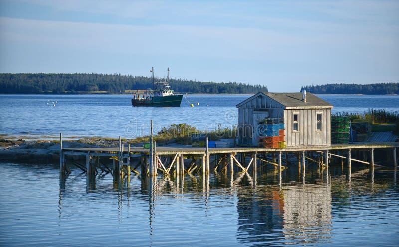 风景渔棚子在缅因 免版税库存图片