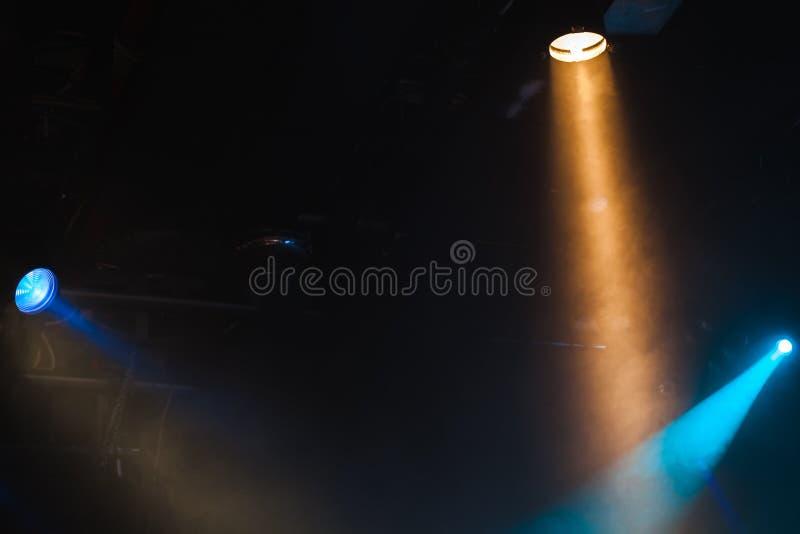 风景点五颜六色的光芒在烟点燃 免版税图库摄影