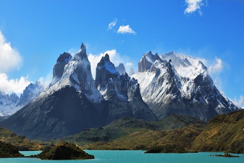 风景的史诗秀丽- Los Kuernos峭壁  库存图片