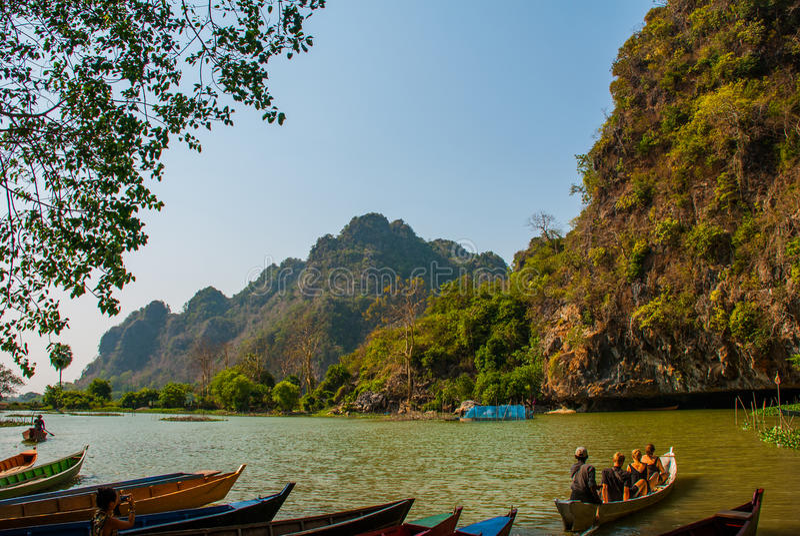 Download 风景的看法与小船的 Hpa-An,缅甸 缅甸 编辑类图片. 图片 包括有 王国, 遗产, 凝思, 宗教, 艺术 - 72356285
