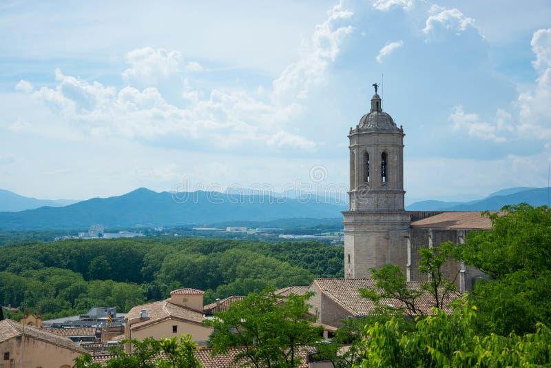 风景的看法和希罗纳大教堂从fortr的 免版税图库摄影