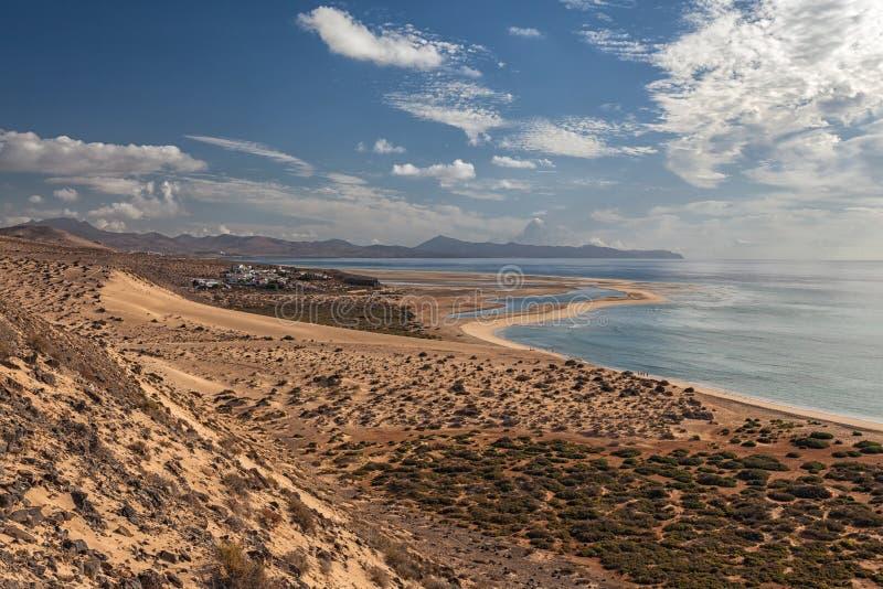 风景看法海滩Sotavento,加那利群岛费埃特文图拉岛,西班牙 库存照片