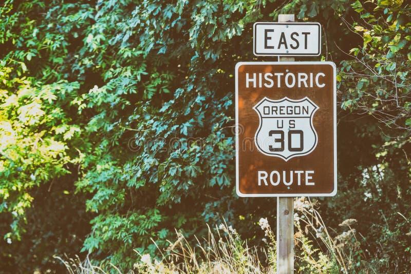 风景美国30路标俄勒冈哥伦比亚河峡谷路 免版税库存照片