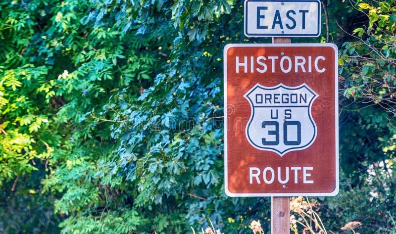 风景美国30路标俄勒冈哥伦比亚河峡谷路 免版税库存图片