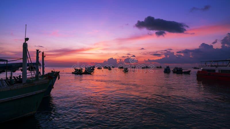 风景自然视图、美好的轻的日出或者日落在海 图库摄影