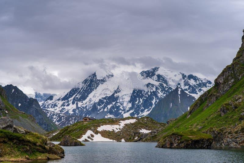 风景观点的Lac de Louvie 库存照片