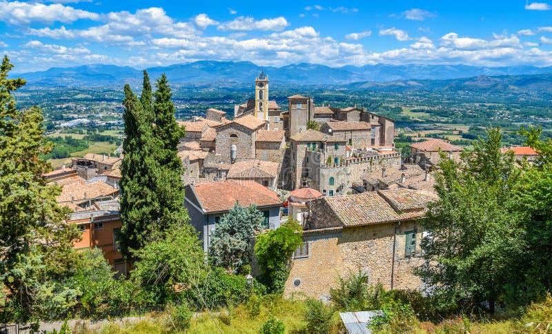 风景视域在法尔瓦泰拉,美丽的村庄在弗罗西诺内省,拉齐奥,中央意大利 库存图片