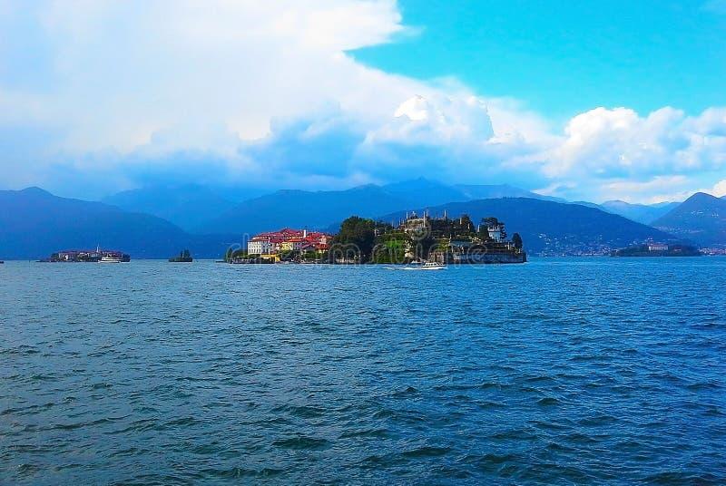 风景,与伊索拉贝利亚,Maggiore湖的,阿尔卑斯,斯特雷萨,意大利海岛的看法 库存照片