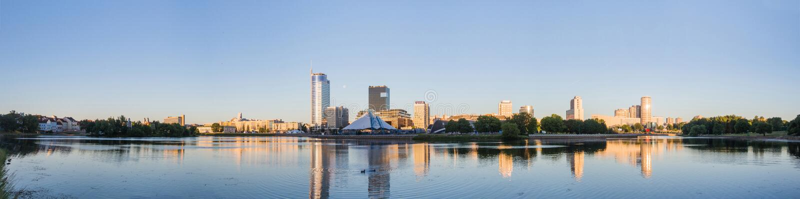 风景 大城市,水,天空 库存图片