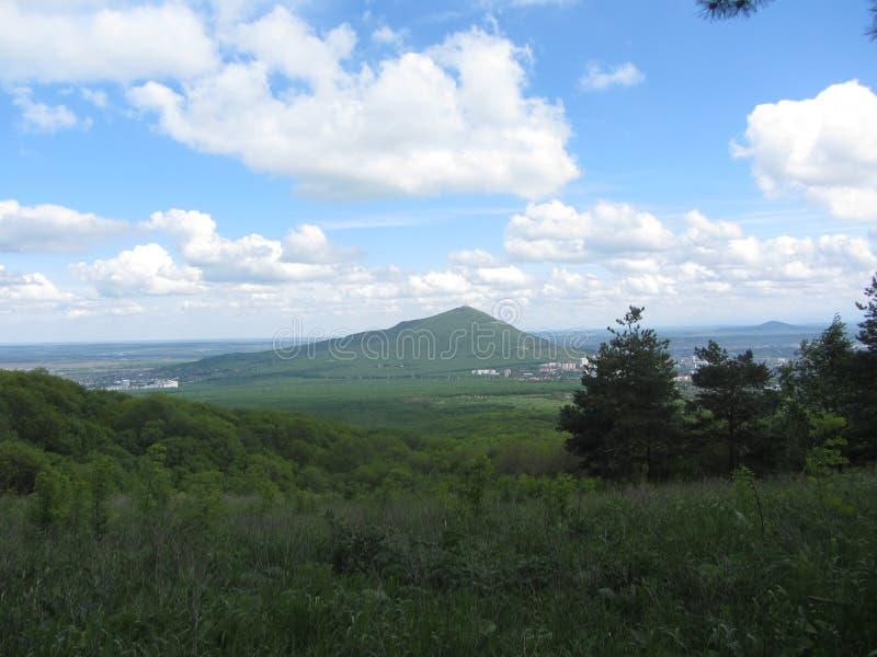Download 风景 库存照片. 图片 包括有 视图, 森林, beautifuler, 本质, 草甸, 方式, 横向, 顶层 - 72363378
