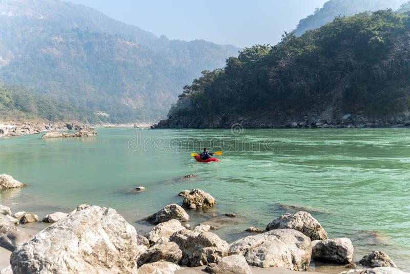 风景Kayak湖游览 免版税库存照片
