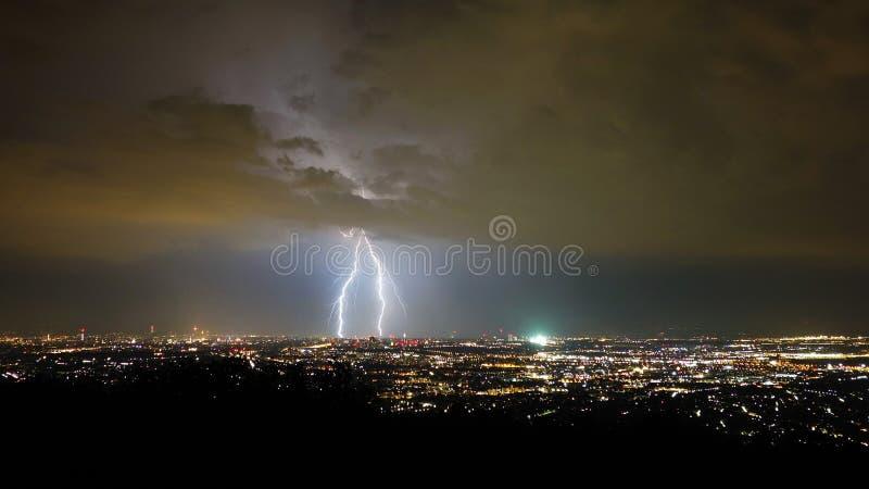 风暴和闪电夜,维也纳市,奥地利 图库摄影