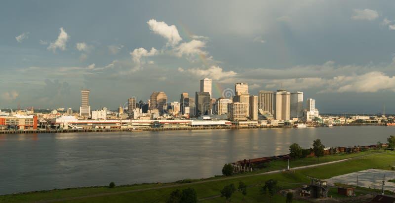 风暴清除的彩虹形成了在新奥尔良路易斯安那的被折射的光 免版税库存照片