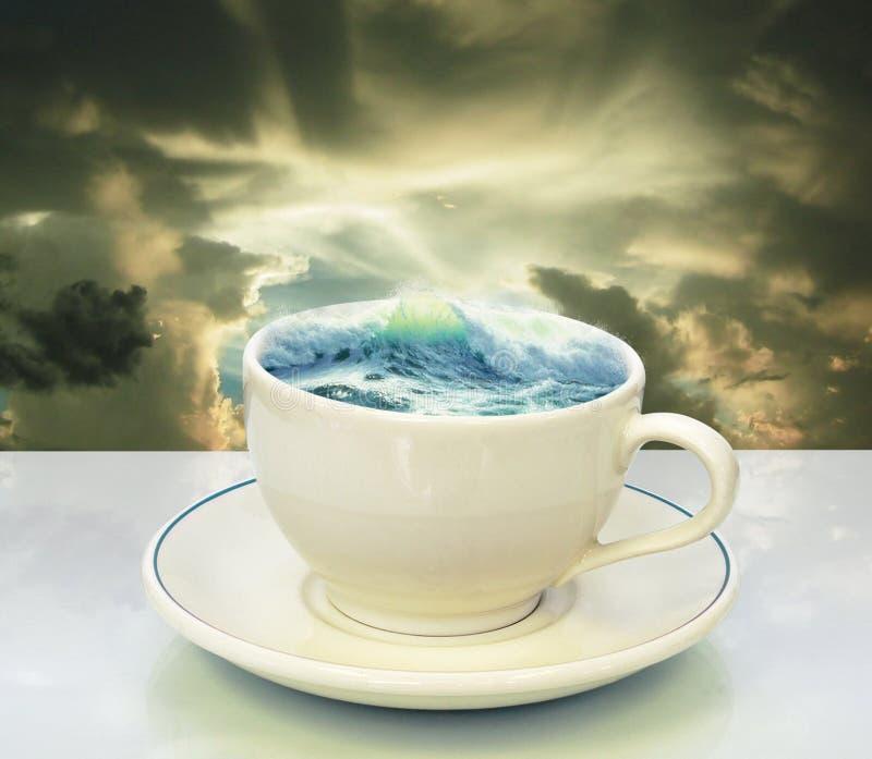 风暴茶杯 免版税库存图片