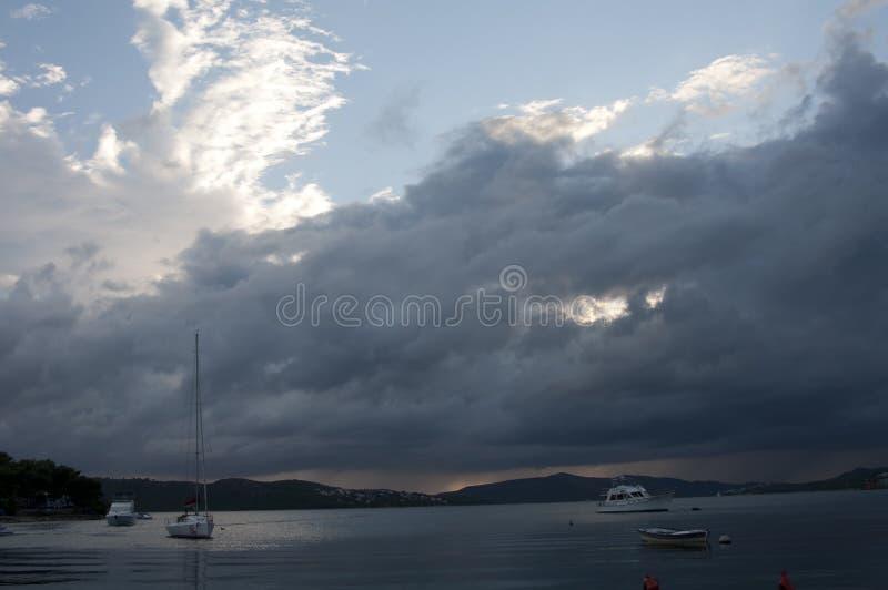 风暴过后的海湾游艇 图库摄影