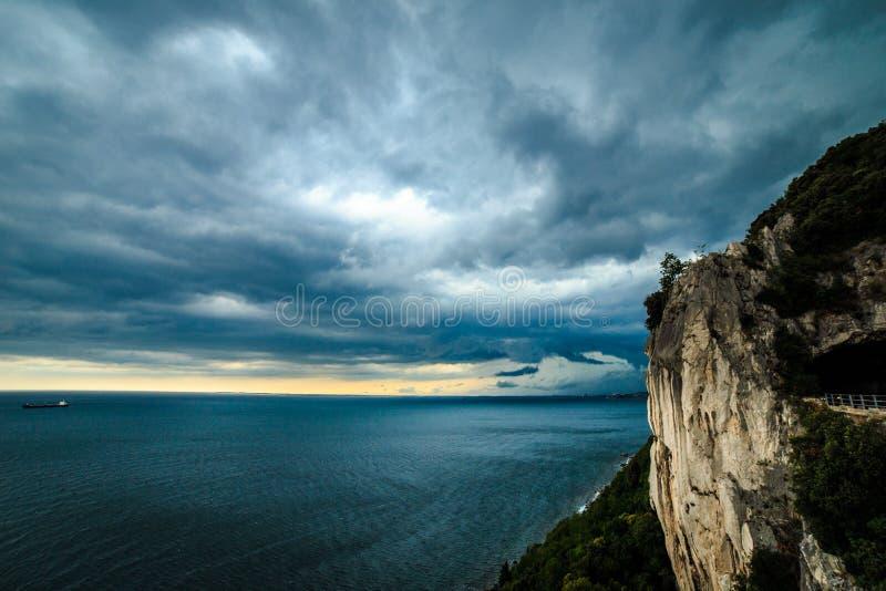 风暴进来的里雅斯特海湾  图库摄影