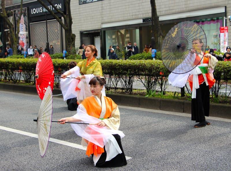 风笛在圣Patricks天在繁忙的街市东京游行 库存图片