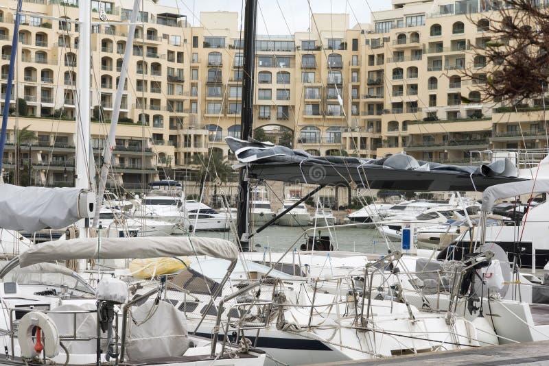 风船和游艇在朱利安的圣的Portomaso小游艇船坞停泊了 免版税图库摄影