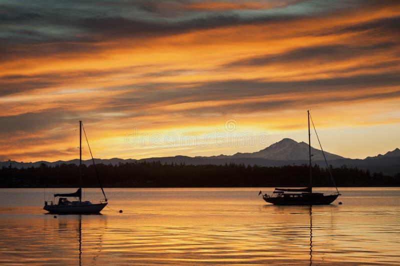 风船和Mt.贝克 免版税库存图片
