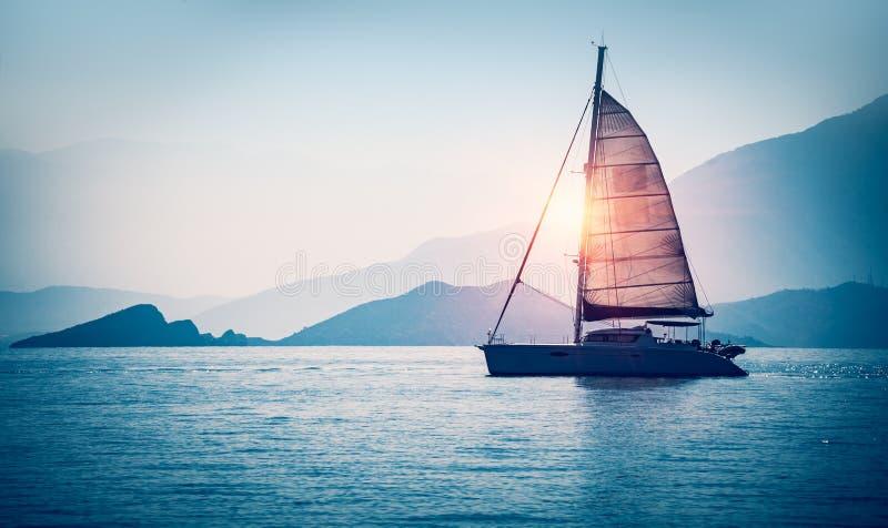 风船在海运 免版税图库摄影