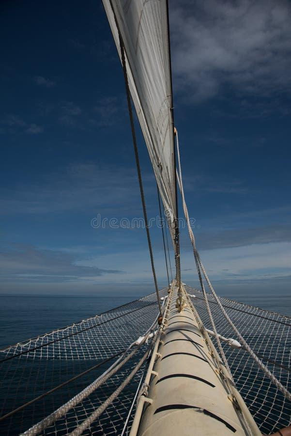 风船标题到公海里 免版税库存照片