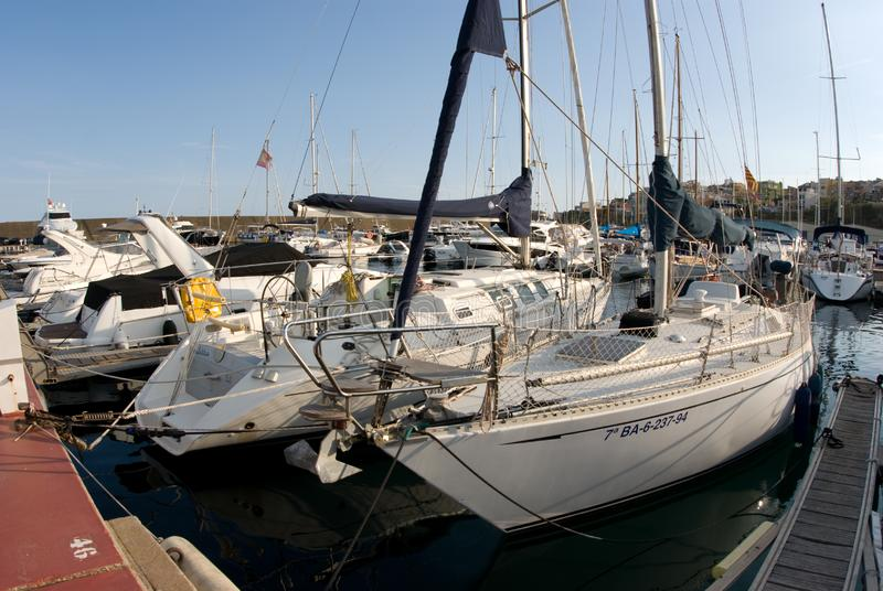 风船港口,许多美丽被停泊在海港,夏令时假期航行游艇 图库摄影