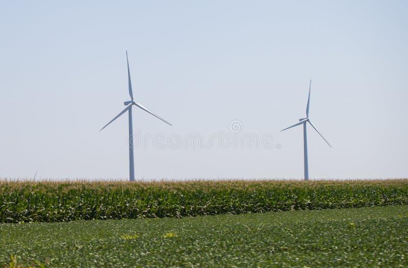 风车农村风景的能源厂 电力生产的风轮机农场 电力生产的风车 库存照片