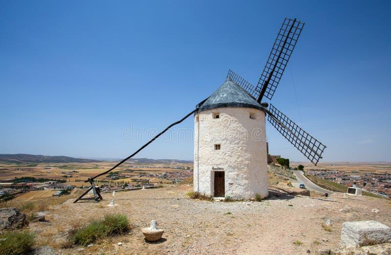 风车在坎波德克里普塔纳 拉曼查,孔苏埃格拉,唐吉诃德路线,西班牙 库存图片