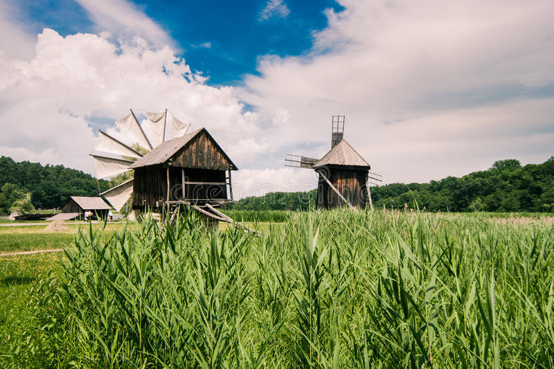 风车在村庄博物馆 免版税库存图片