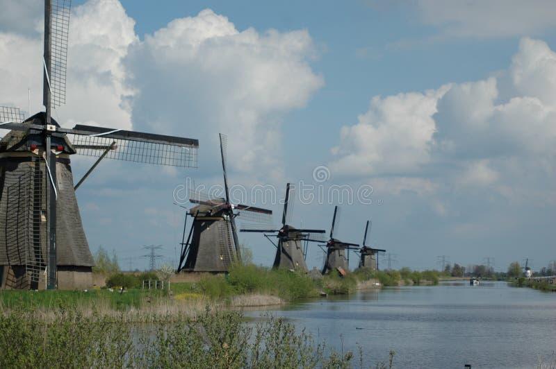 风车在荷兰-小孩堤防 图库摄影