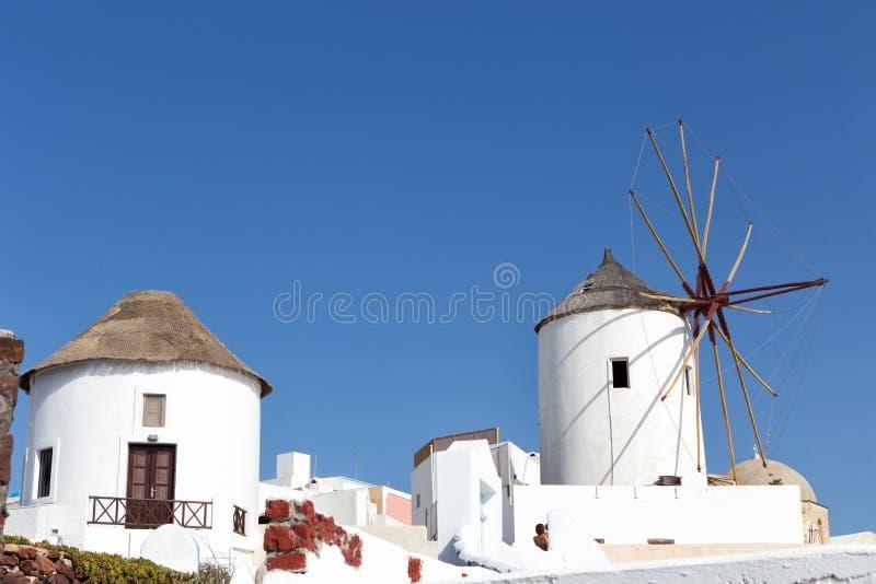 风车在Oia,圣托里尼, Cycladic海岛 图库摄影