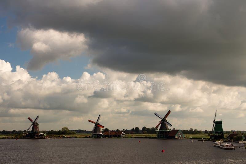风车抑制在北海彼德森荷兰的障碍 库存照片