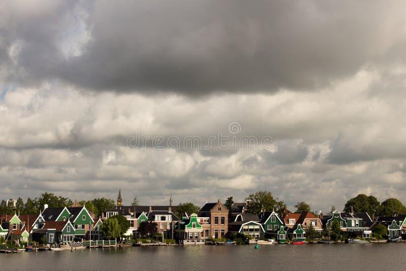 风车抑制在北海彼德森荷兰的障碍 免版税库存照片