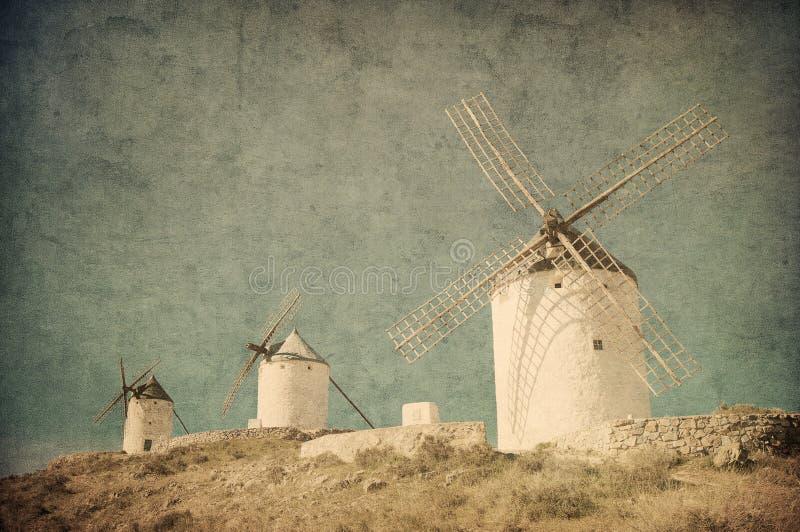 风车的葡萄酒图象在孔苏埃格拉,西班牙 免版税库存照片