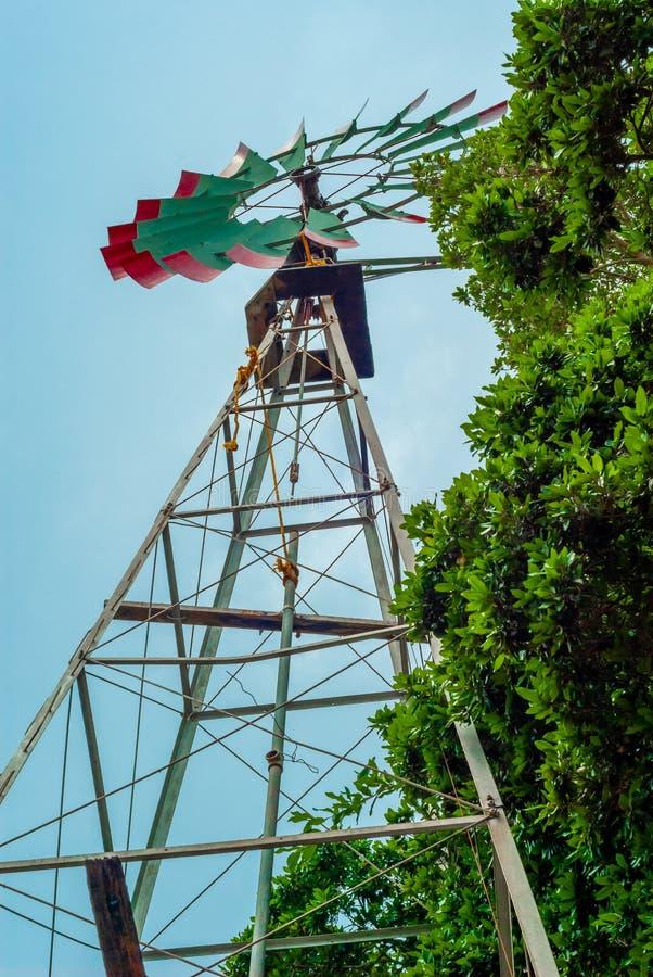 风车,当绿色刀片,用于水提取,采取从Tecoh 免版税库存图片