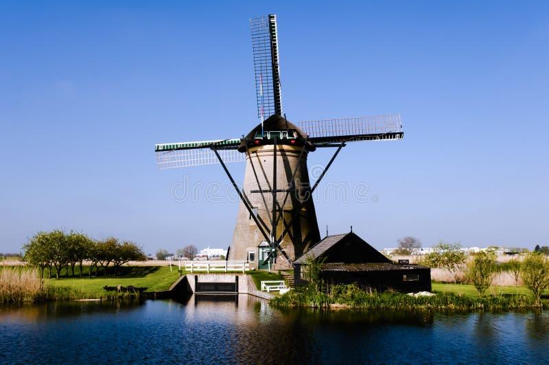 风车-小孩堤防-荷兰 免版税库存照片
