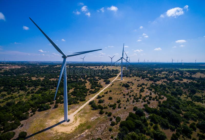 风轮机农场在中央得克萨斯导致干净的可再造能源由能承受的风能 图库摄影
