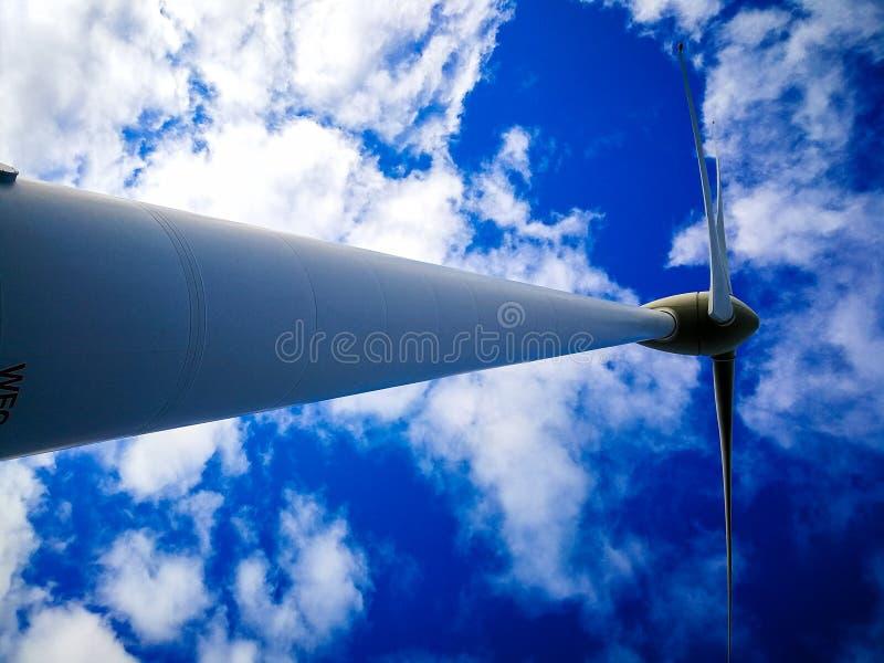 风轮机的惊人的看法在风力场,阿尔巴尼的 库存图片