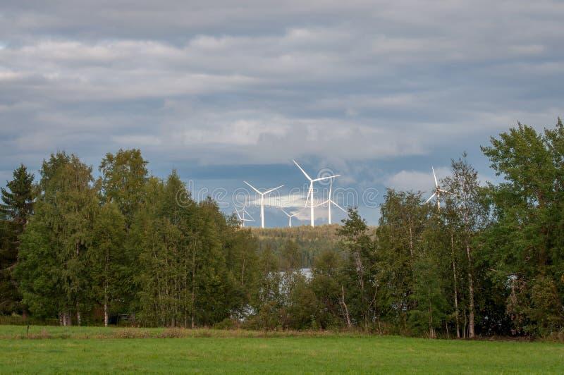 风轮机,转换风` s动能成电能-生态上干净的能源 免版税库存照片