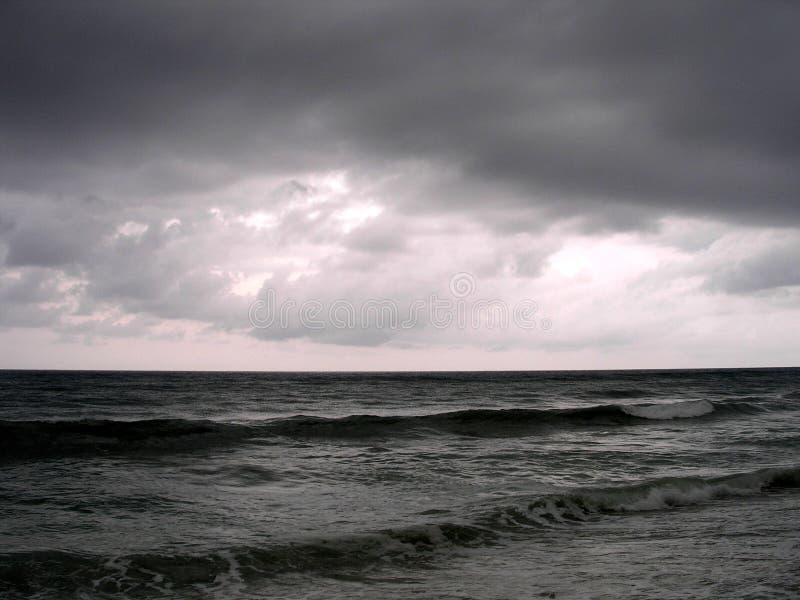 风雨如磐夜间的海洋 库存照片