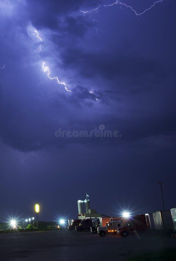 风雨如磐的卡车停留站 库存图片
