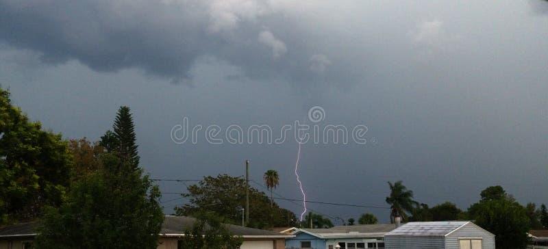 风雨如磐的天空和雷击在天空 库存图片
