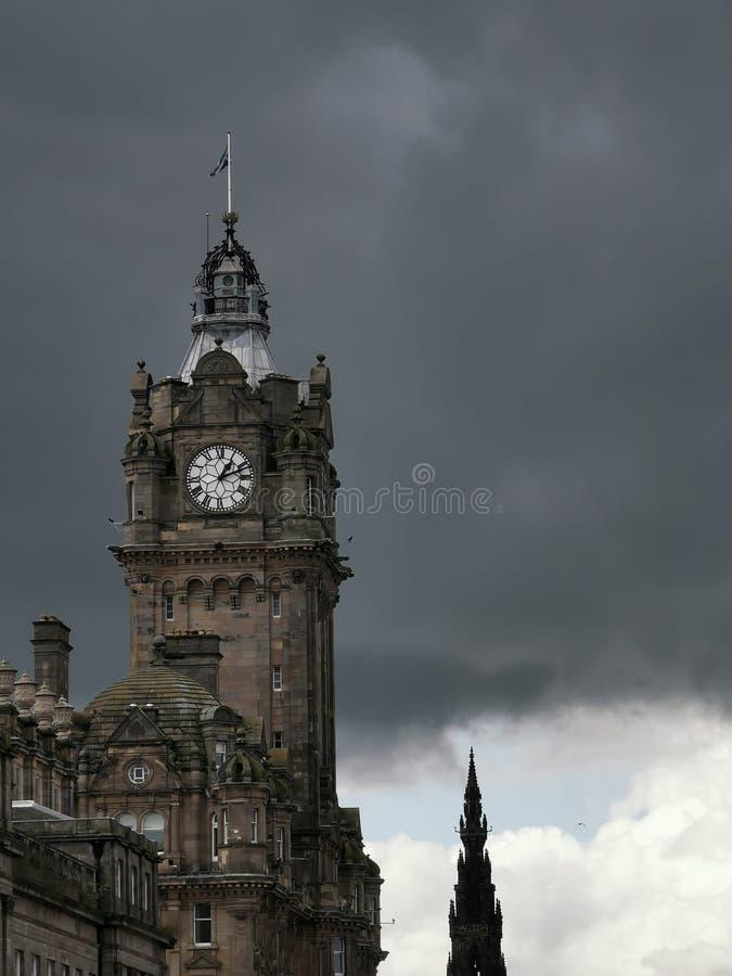 风雨如磐的天空在爱丁堡 库存照片