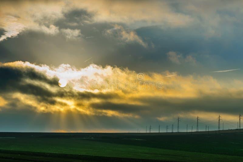 风雨如磐的日出在扬博尔,保加利亚 库存图片