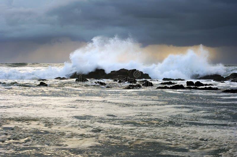 风雨如磐的日落天气 免版税库存照片