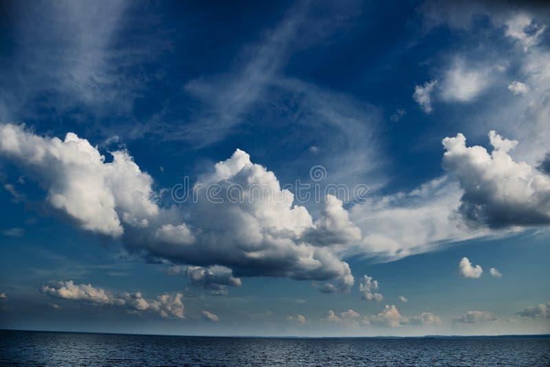 风雨如磐的海景 免版税库存照片